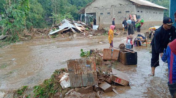 Diterjang Banjir Bandang, Dua belas Rumah Hanyut di Sukabumi