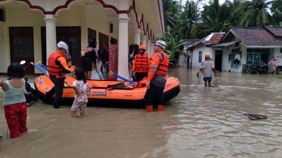200 KK Terdampak, Basarnas Siaga di Lokasi Banjir Banjarsari Kabupaten Ciamis