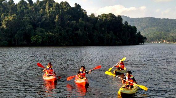 Untuk Pertama Kalinya di Kabupaten Ciamis, Menikmati Indahnya Situ Lengkong Sambil Naik Perahu Kayak