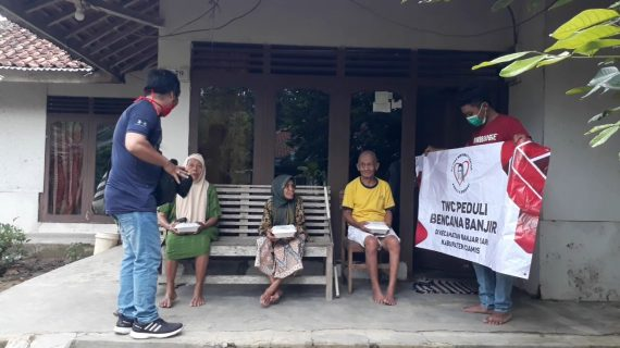 Peduli Bencana, TWC dan Tim Vlog Jurnalis Salurkan Bantuan Untuk Korban Banjir