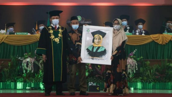 Rektor UIN Bandung Berikan Beasiswa Pendidikan kepada Hafidz Quran 30 Juz dan Wisudawan 'Tak Bertoga'