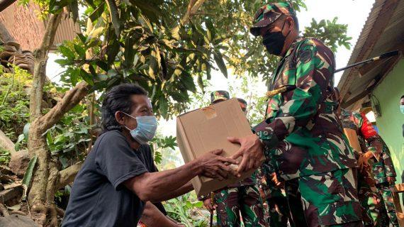 Pangdam III/Siliwangi Launching Vaksinasi Dan Pemberian Sembako Pakai Motor Kewilayah Terisolir